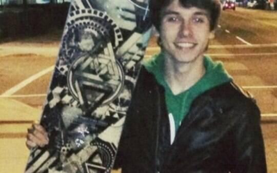 Estudante brasileiro de 16 anos morre em acidente de snowboard no Canadá - Mundo - iG