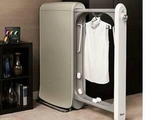 Swash higieniza as roupas apenas com um botão e funciona ligado na tomada.
