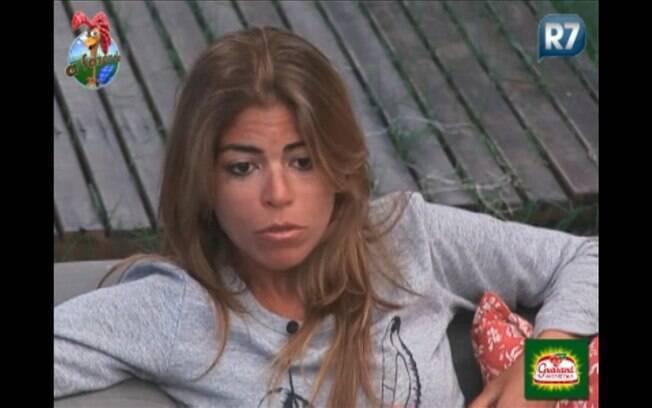 Raquel Pacheco conversa com Valesca Popozuda na varanda da sede