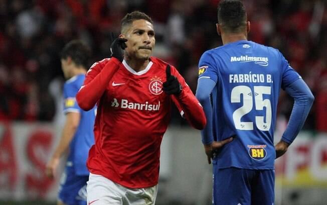 Guerrero comemora gol do Inter contra o Cruzeiro