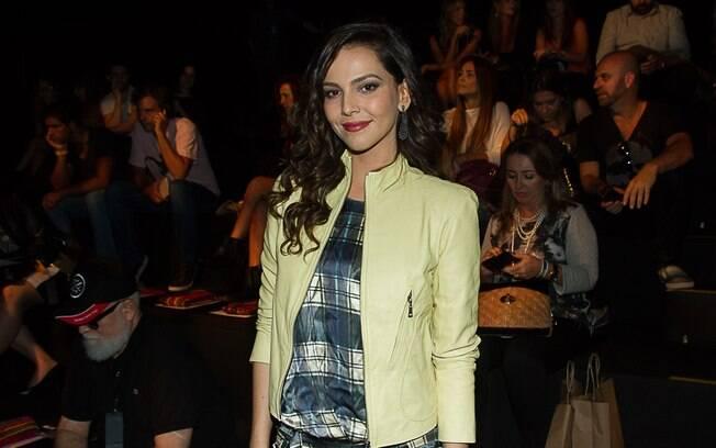A atriz Tainá Müller diz que ainda não sofreu preconceito nas ruas por causa do papel gay na novela