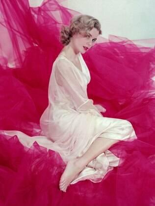 A atriz e princesa Grace Kelly em 1953, uma das inspirações para o estilo vintage atual