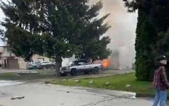 Segundo jornais canadenses, aeronave caiu em cima de residências.