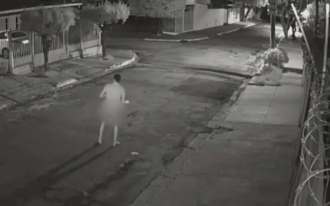 Homem desceu do carro e fez gestos obscenos para vítima