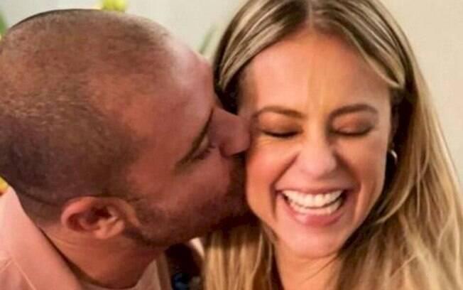 Diogo Nogueira e Paolla Oliveira confirmam namoro com beijo em público