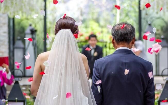 Para internautas, pai da noiva deve participar do casamento e futura esposa deve é tomar cuidado com a família do noivo