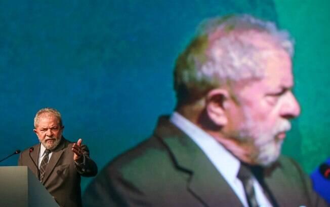 Em nota, ex-presidente Lula diz que nova denúncia aceita por Sérgio Moro visa apenas impedir sua candidatura em 2018