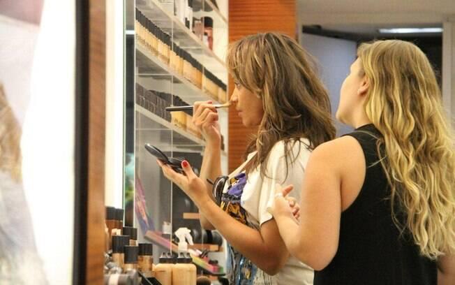 Aparecida Petrowky comprou maquiagens durante seu passeio