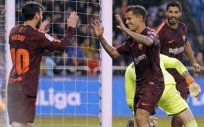 Messi comemora com Philippe Coutinho