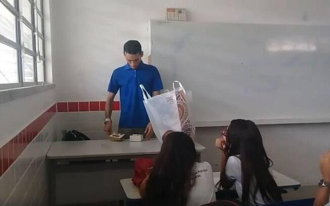 Professor do Ceará agradeceu a surpresa feita na terça-feira e contou as dificuldades por conta dos atrasos no pagamento