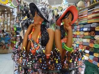 Esculturas em cerâmica são atrativos vendidos nos mercados municipais de Aracaju