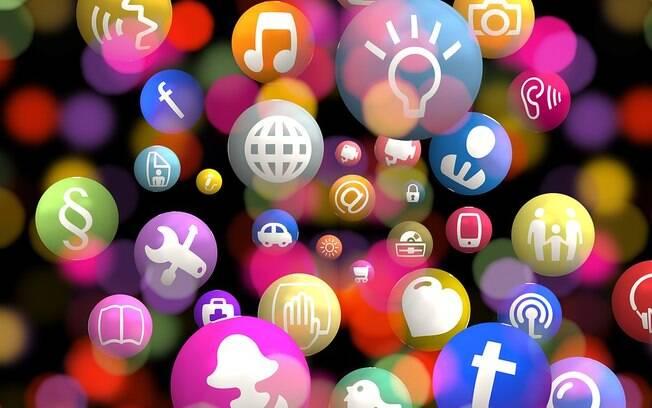 Na internet, as redes sociais foram dominadas pelo debate político