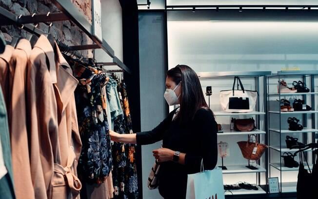 Confiança dos consumidores cai pela primeira vez depois de cinco altas