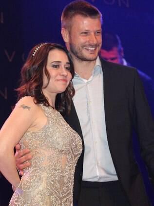 Rodrigo Hilbert e Alessandra Negrini em noite de premiação