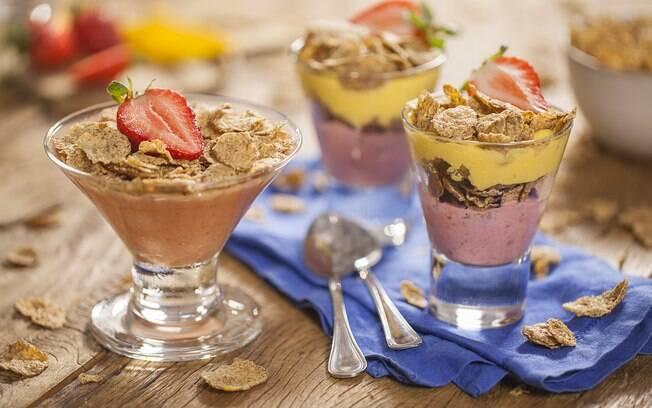 Quer uma opção sem açúcar? Veja como fazer frozen de frutas com Nesfit Cereal