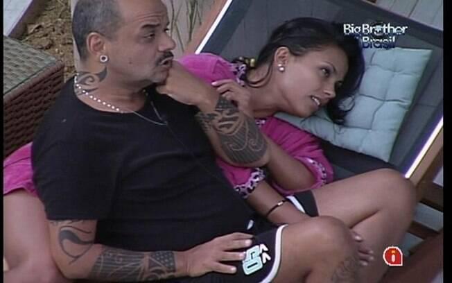 João Carvalho fala que Fael está com medo do Paredão para Kelly