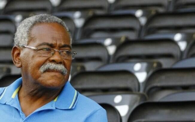 Coutinho, ex-atacante do Santos, fez sucesso nas décadas de 60 e 70