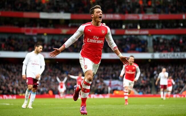 Mesut Ozil não atua pelo Arsenal desde a paralisação