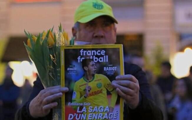 Torcedores do Nantes fazem vigília por Emiliano Sala. Jogador enviou áudio assustador a amigo