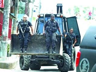 Zona Norte. Polícia no morro do Chapadão, onde traficantes teriam se reunido para planejar ataques