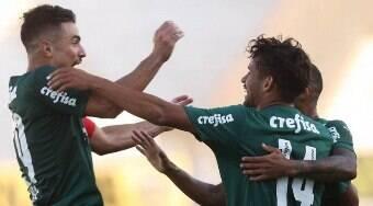 Palmeiras bate Ponte Preta, conta com ajuda do Corinthians e avança