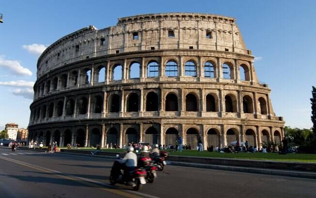 Na região norte de Roma, entre os bairros Coppedè e Africano fica o burburinho de Trieste
