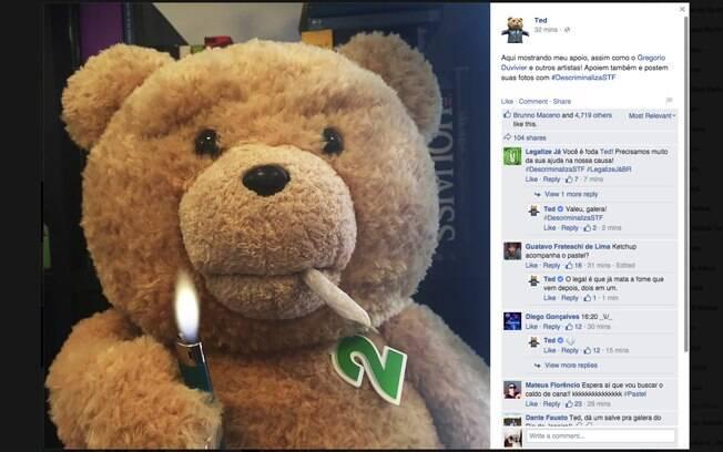 O ursinho Ted, da Universal, em campanha pela descriminalização da maconha, no Facebook