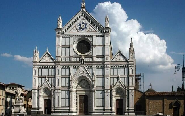 Basília de Santa Cruz abriga túmulos de Michelangelo e atrai turistas do mundo inteiro