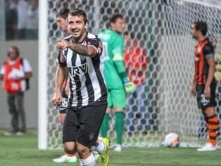 Lucas Pratto marcou o primeiro gol com a camisa alvinegra, diante da torcida alvinegra