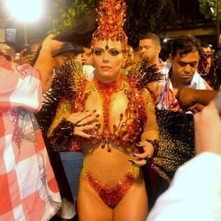 Viviane Araújo faz os últimos preparativos para entrar na avenida pelo Salgueiro