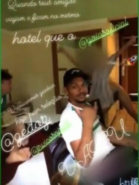 Jogadores do Goiás gravaram vídeo para torcedor esmeraldino. Postagem repercutiu e gerou polêmica