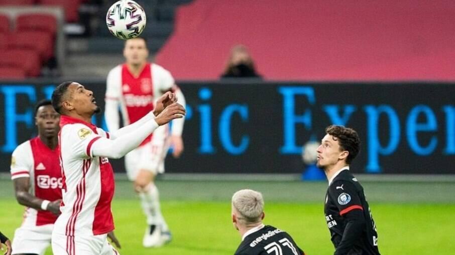 Haller não foi inscrito na Liga Europa pelo Ajax