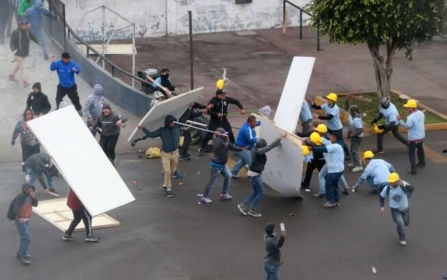 Confusão entre torcedores do Alianza Lima e grupo evangélico no estádio Alejandro Villanueva