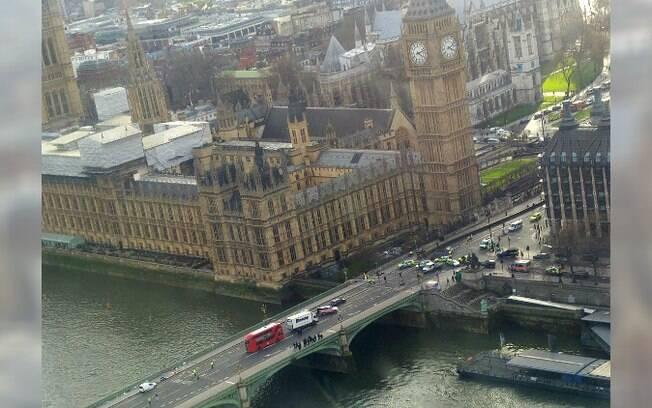 Preso em cabine da roda-gigante London Eye, turista publicou foto da ponte Westminster, palco de ataque em Londres