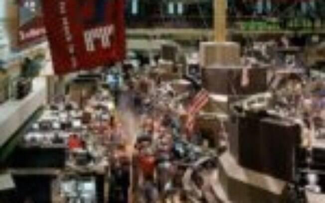 Bolsas globais abrem o dia em queda, pressionadas por movimento no exterior