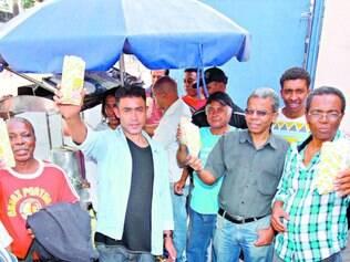 Pipoqueiros dizem que a fiscalização foi intensificada nas ruas da cidade às vésperas da Copa