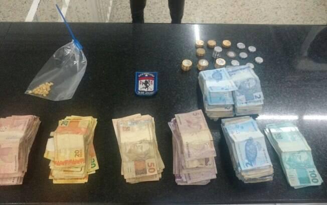 Droga e dinheiro apreendidos com traficantes da região central