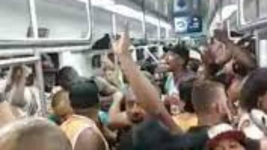 Festa clandestina em vagão da SuperVia, sexta-feira (19)