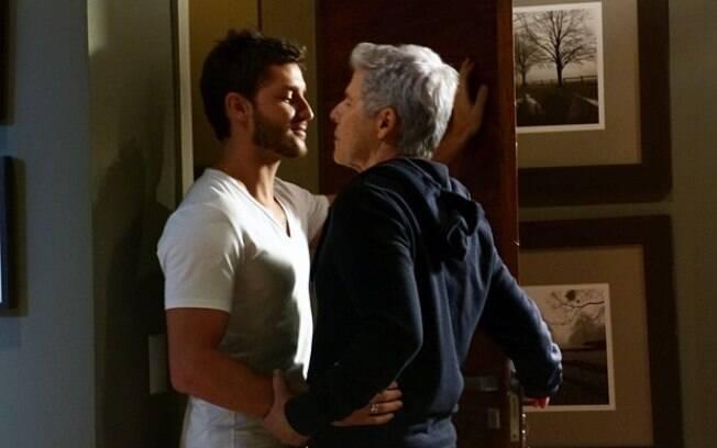 O quase beijo gay entre Leonardo e Claudio, personagens de Klebber Toledo e José Mayer