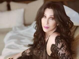Cher está sendo processada por racismo pelo coreógrafo Kevin Wilson, segundo informa o site TMZ