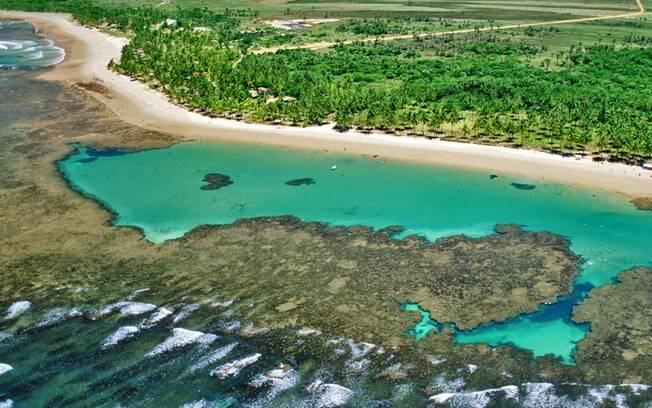 Taipu de Fora tem cristalina água azul-turquesa