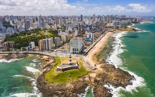 Salvador, na Bahia, também um dos queridinhos para o 12 de outubro e o destino é ótimo para quem quer relaxar na praia