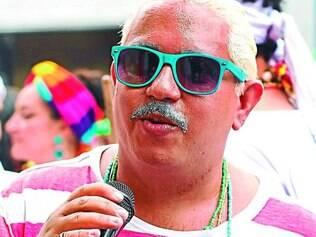 """Caricato. O carnavalesco Geo Cardoso """"virou"""" Dorival Caymmi no desfile do Baianas Ozadas"""