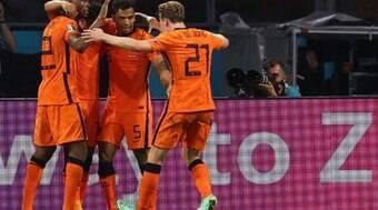 Holanda vence a Áustria por 2 a 0 e garante vaga nas oitavas