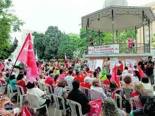 Professores. Aula pública em homenagem ao Dia do Professor se transformou em ato pró-Dilma em BH