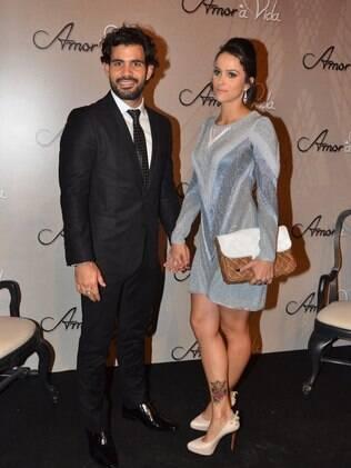 Juliano Cazzaré e a mulher Letícia na festa de 'Amor à Vida'