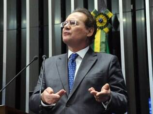 O senador Renan Calheiros discursa antes da votação para presidente do Senado Federal