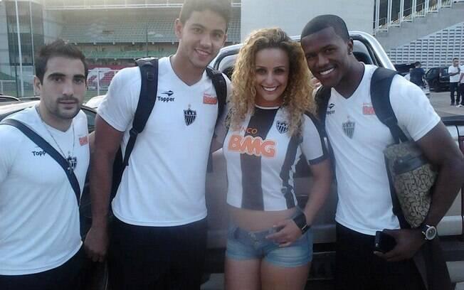 Escudero, Renan Ribeiro, Mirian Barreto e Carlos Cesar: a musa e os jogadores do Atlético Mineiro
