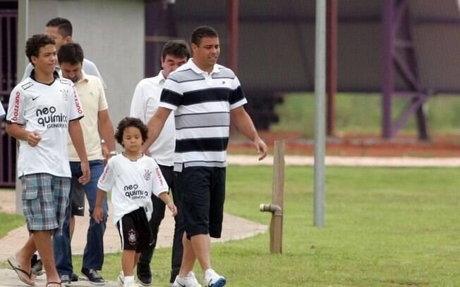 Ronaldo chegou acompanhado dos filhos para a  coletiva sobre sua aposentadoria nesta segunda