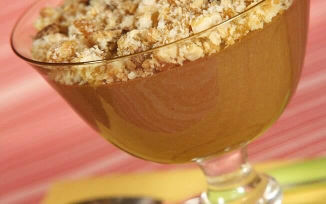 mousse de chocolate com farofa